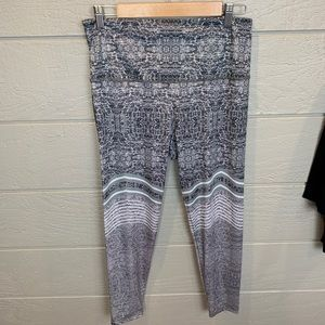 Onzie Flow Gray & White Printed Yoga Pants